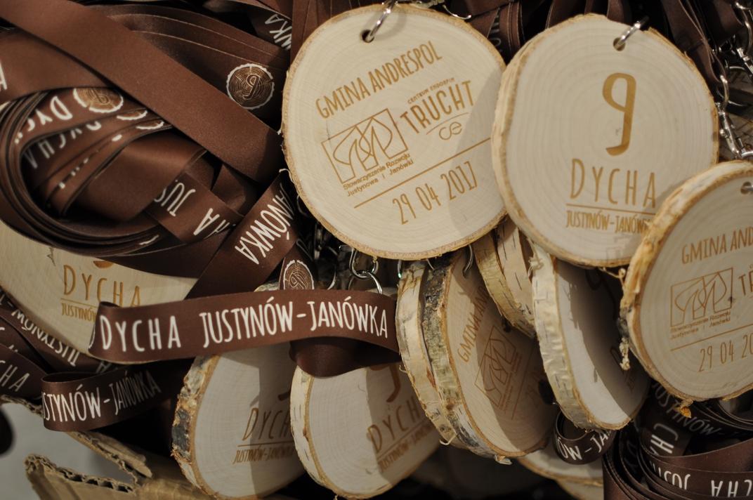 Medale drewniane z grawerem